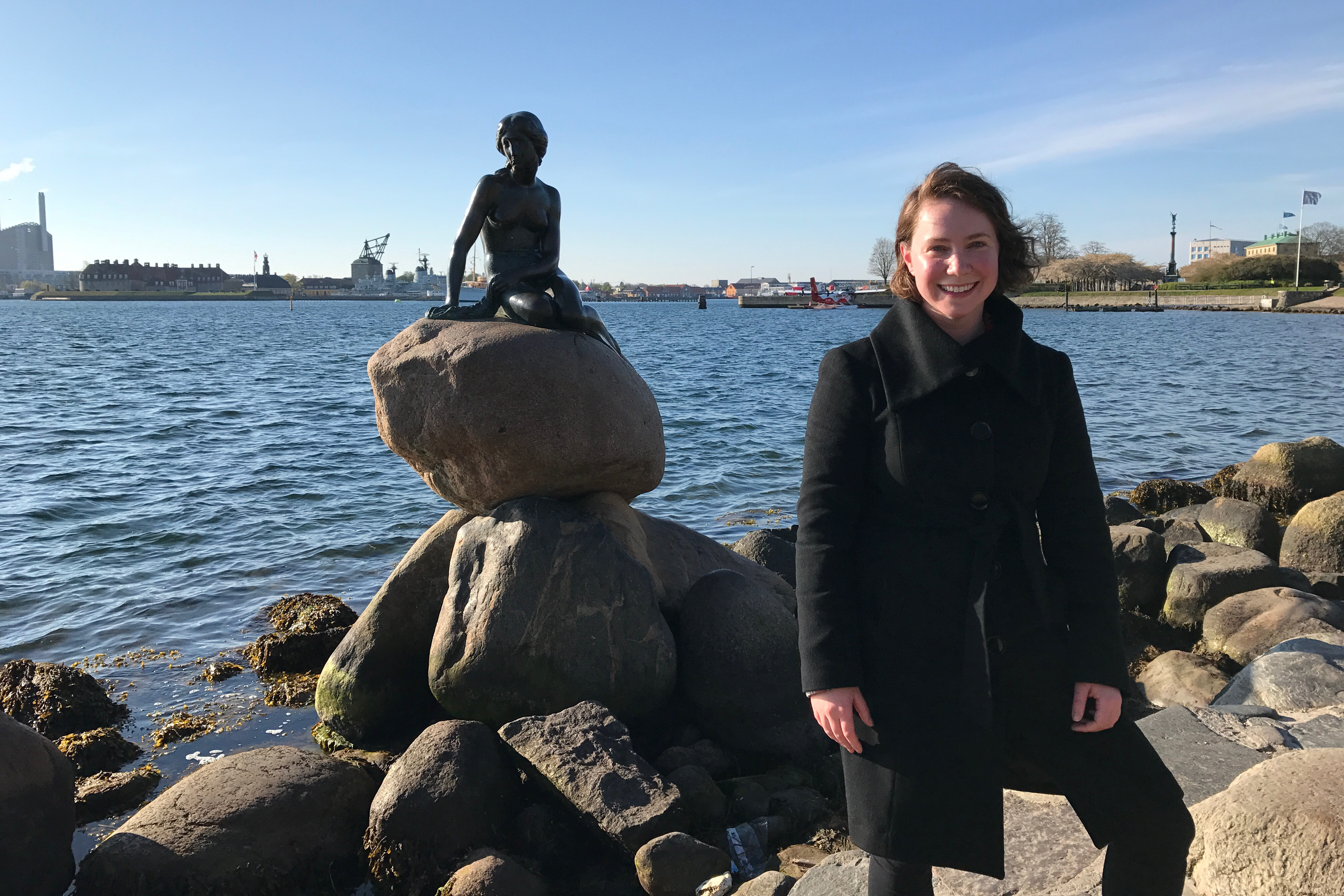 Solo travel picture in Copenhagen with the Little Mermaid statue